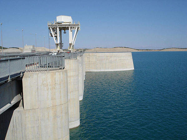 Atatürk Dam, on the Euphrates river, is located in Bozova in the Şanlıurfa province, of the Anatolia region, Turkey. Image courtesy of Kel Patolog.