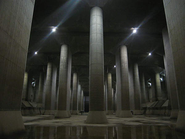 The water storage tank of the G-Cans project measures 25.4m in height and is supported by 59 pillars. Image courtesy of Dddeco.
