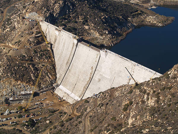 The San Vicente Dam raise project has increased its height to 337ft. Image courtesy of MWH Global.
