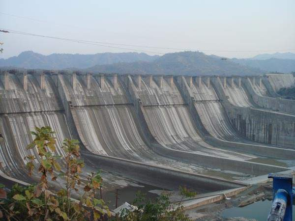 Height of the Sardar Sarovar Dam in Gujarat was increased to 121.9m in December 2006.