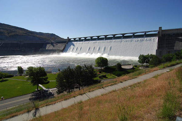 The Grand Coulee Dam forms part of the US Bureau of Reclamation's Columbia Basin Project which irrigates the central Washington State.