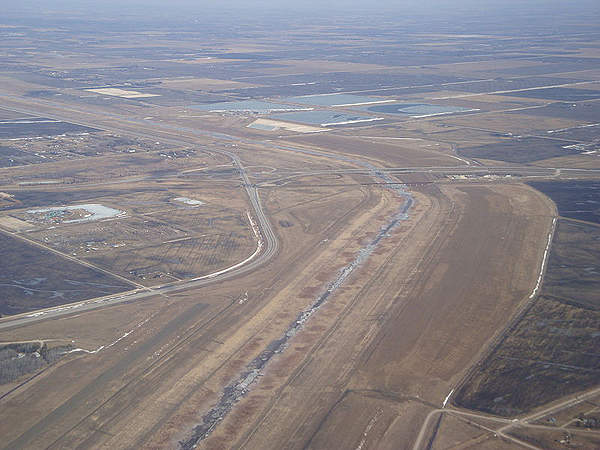 A highway bridge and a railway bridge crossing the Red River floodway.