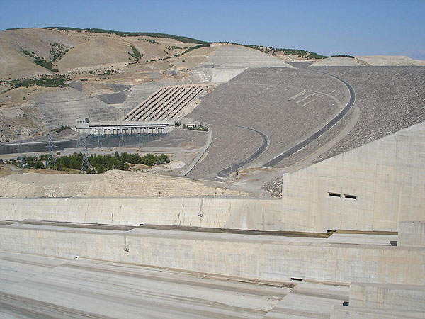 Atatürk Dam is a key part of the Southeastern Anatolia Project (GAP). Image courtesy of Kel Patolog.
