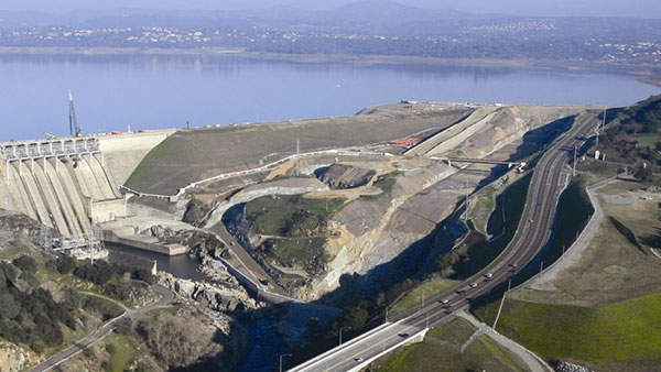 The first phase of the Folsom Dam JFP also witnessed the construction of the haul roads. Image courtesy of Reclamation and USACE.