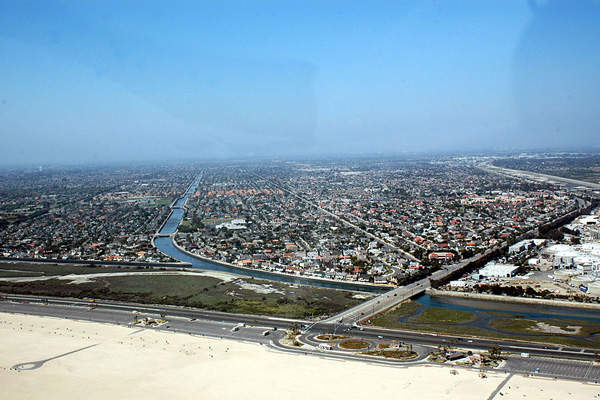 The Huntington Beach desalination plant will be located in an existing industrially zoned area along the Pacific Coast Highway at Newland Street. Image courtesy of WPPilot.