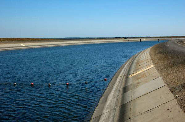The California Aqueduct (CA) stores water pumped from the DMC. Image courtesy of US Bureau of Reclamation.