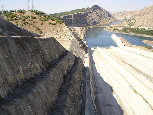 Construction of the $1.25bn dam and the hydroelectricity power project was completed in 1990. Image courtesy of Kel Patolog.