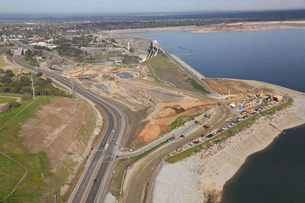 The construction site at the Folsom Dam. Image courtesy of Reclamation and USACE.