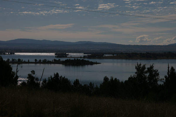 Keepit Dam creates Lake Keepit which has a catchment area of 570,000ha. Image courtesy of Casliber.
