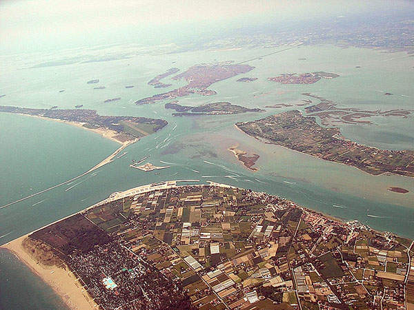 The Venetian Lagoon with the inclusion of the MOSE project site. Image courtesy of Chris 73.