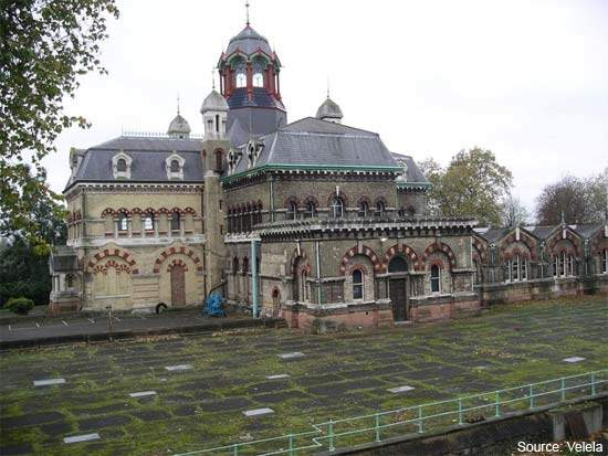 The original Victorian Abbey Mills pumping station, now disused.