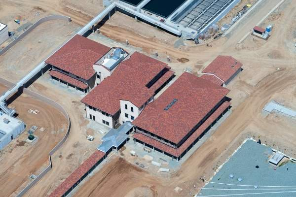 The administration building for the Sacramento County Water Agency - Vineyard Surface Treatment Plant nears completion in this aerial photo. Image courtesy of Balfour Beatty Infrastructure, Inc.