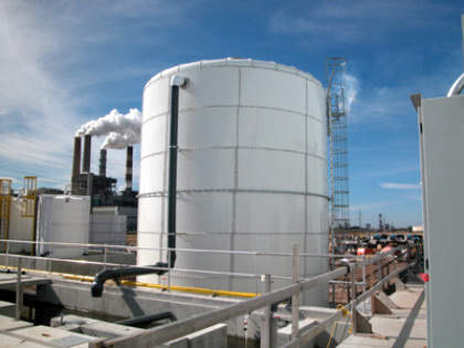 View of the desalination plant – the largest of its kind in the USA – with the Big Bend power station in the background.