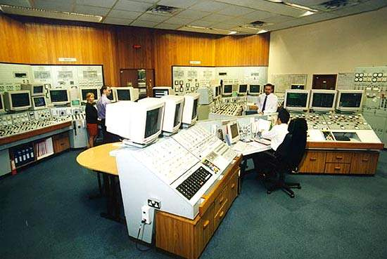 The power station control room; Hinkley Point B normally requires between 40m³/hr and 45m³/hr of ultra pure water for its main processes. A telemetry system and extensive monitoring ensure that water production is optimised.