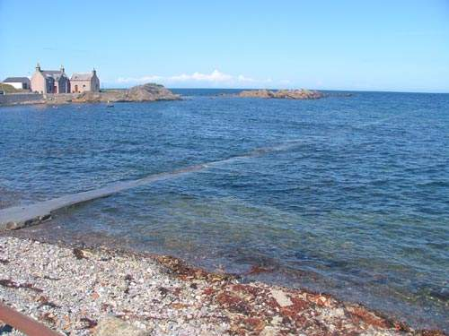A total of 14 short sea outfalls were replaced or extended. Completing all the necessary work required along the Firth in a single project meant that the smaller coastal communities had full treatment facilities two years ahead of the EU Directive timeframe.