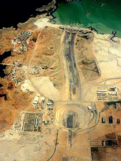 Aerial view of the construction area with the pumping station and the 4km inlet canal connecting it to the artificial Lake Nasser.