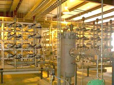 The raw water flow is pre-treated both chemically and by filtration before reaching the membranes.