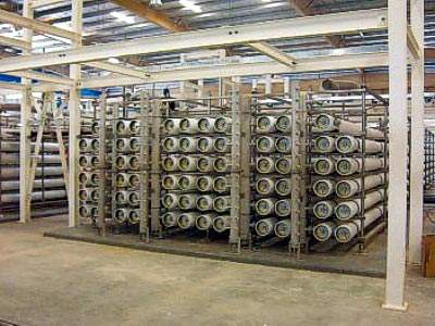 The plant has a total ultrafiltration (UF) membrane area of 304,640m² arranged in 68 skids.