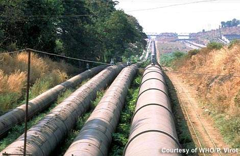 India is no stranger to large water transmission schemes - 55km of new pipeline were constructed as part of this project. (Photograph courtesy of WHO/P. Virot)