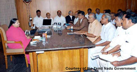 The chief minister of Tamil Nadu, Ms J. Jayalalithaa, meeting with representatives of the textile industry. The project used cross subsidies from the textile units to help make the service provision for local residents possible. (Photograph courtesy of the Tamil Nadu Government)