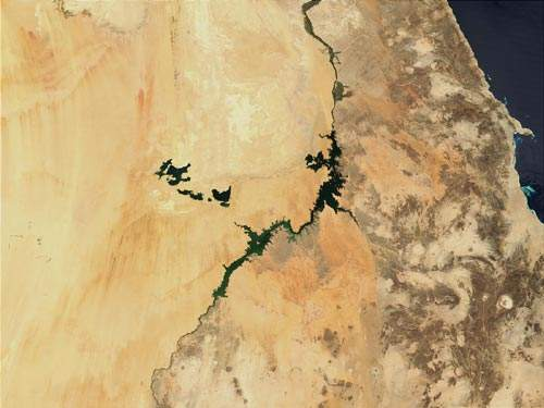 Egypt forms part of the world's most water-scarce region; more than 95% of the country is desert. This satellite photograph shows Lake Nasser (centre) and the Toshka Lakes (centre left).