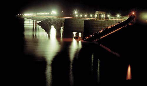 Poechos Dam with spillway in foreground. (Image courtesy of Energoprojekt)