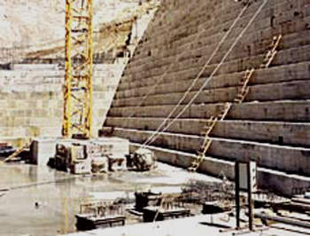 The base of the Tannur Dam during construction. (image courtesy of Mott McDonald)