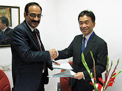 Representatives of Indian government and JICA signing the loan agreement.