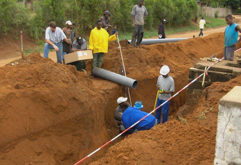 Water distribution pipe laying
