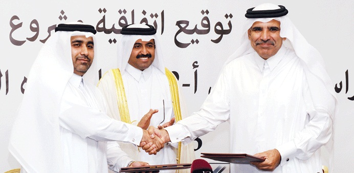 QEWC general manager Fahad al-Mohannadi (right) with Kahramaa president Issa Hilal al-Kuwari after signing the 25-year water purchase agreement